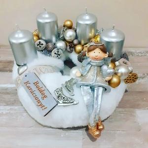 Karácsonyi asztaldísz, Lakberendezés, Otthon & lakás, Dekoráció, Dísz, Virágkötés, Kb 22 cm arany/ezüst kislányos adventi, Meska