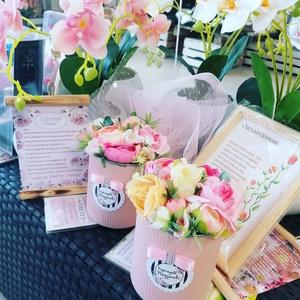 Anyáknapi mini box (az ár 1 db ra vonatkozik), Asztaldísz, Dekoráció, Otthon & Lakás, Virágkötés, Kérhető nagymamás vagy édesanyás változatban,ezt  megrendeléskor kérlek add meg., Meska