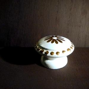 Festett Réz gomb fogantyú egyedi bútorokhoz 2, Otthon & lakás, Bútor, Fogantyú, Festett tárgyak, Esztergált fa fogantyúk egyedi festéssel, Selyem fényű lakkal. \nHa szeretnéd bútoraidat, komódodat i..., Meska