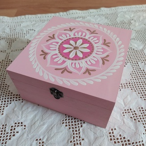 rózsaszín- rózsaarany 4 fakkos teafilter tartó fa doboz (teásdoboz, ékszerdoboz), Otthon & Lakás, Konyhafelszerelés, Tea & Kávé tárolás, Festett tárgyak, Saját tervezésű kézzel festett minták a dobozon. Selyem fényű VIZES lakkal zártam. Belül kezeletlen ..., Meska