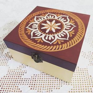 Bordó- bronz 4 fakkos teafilter tartó fa doboz (teásdoboz, ékszerdoboz), Tea & Kávé tárolás, Konyhafelszerelés, Otthon & Lakás, Festett tárgyak, Saját tervezésű kézzel festett minták a dobozon. Selyem fényű VIZES lakkal zártam. Belül kezeletlen ..., Meska