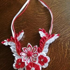 Alkalmi nyaklánc, Esküvő, Ékszer, Nyaklánc, Patchwork, foltvarrás, Menyecske ruhához vagy egyéb alkalomra mély dekoltázsú ruhához ajánlom a kanzashi technikával készül..., Meska