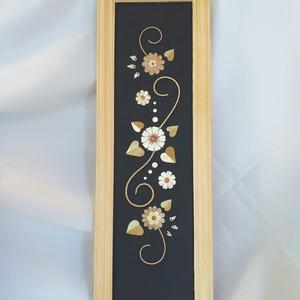 Virágok indával falikép, Kép & Falikép, Dekoráció, Otthon & Lakás, Fonás (csuhé, gyékény, stb.), Szalmából készült falikép egyedi tervezésű virágokkal, melyeket hagyományőrző indákkal díszítettem. ..., Meska