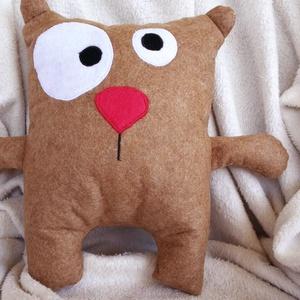 Crazy Teddy párna, Párna & Párnahuzat, Lakástextil, Otthon & Lakás, Hímzés, Varrás, Ez a kicsit kancsal maci polyfilcből készült.\nA gyapjúfilchez nagyon hasonló anyag, ugyanolyan puha,..., Meska