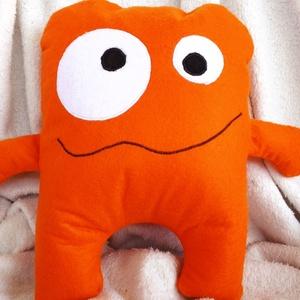 Orange Monster párna, Párna & Párnahuzat, Lakástextil, Otthon & Lakás, Hímzés, Varrás, Bohókás, kancsal szörnyecske.\nIgazi színfolt lehet mindenki számára.\nSzintén polyfilcből készült.\nA ..., Meska