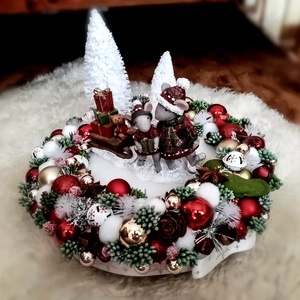 Szorgos egérkék karácsonya, Karácsony & Mikulás, Karácsonyi dekoráció, Virágkötés, Mindenmás, 28cm átmérőjű, 21cm magas mesés karácsonyi asztaldísz egérkékkel és világítással. , Meska