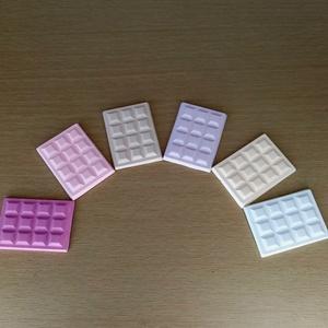 Kerámia mini csoki, Otthon & Lakás, Dekoráció, Dísztárgy, Kerámia, Festett tárgyak, Kerámiaporból öntött, kézzel festett csokik. 3,5x2,5cm. Az ár egy csomagra vonatkozik, ami 6db csoki..., Meska