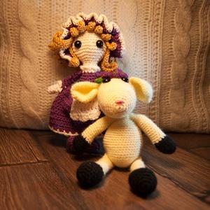 Birkapásztorlány, Játék & Gyerek, Plüssállat & Játékfigura, Ember, Horgolás, Horgolt pásztorlány lila ruhácskában és kalapban terelgeti kedves kis fehér birkáját! \n, Meska