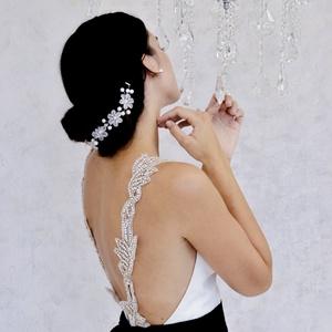 ékszerhátú menyasszonyi ruha, Esküvő, Menyasszonyi ruha, Ruha, Fekete muszlin masnival, nyitott háttal és ékszer pántokkal. Vásárlás előtt egyeztessük a derék- és ..., Meska