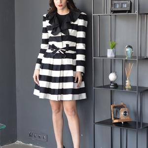 csíkos kabát, Ruha & Divat, Kabát, Női ruha, Fekete-fehér vastag csíkos klasszikus megjelenésű, határtalanul feminin női kabát. Derekán övvel meg..., Meska