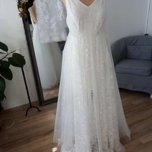 Persephone menyasszonyi ruha, Esküvő, Ruha, Menyasszonyi ruha, Két zsebbel ellátott, A-vonalú elöl teljesen csipkés, flitteres ruha. Hátán nyitott, övvel és öv nél..., Meska