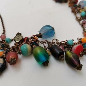 színes bohém üveggyöngyös nyaklánc, Ékszer, Nyaklánc, Sokszínű / multikolor üveggyöngyökből készített nyaklán, ami réz láncra van felapplikálva, Delfinkap..., Meska