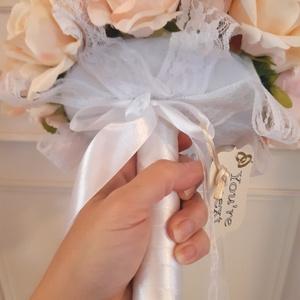 Menyasszonyi- vagy dobócsokor, Esküvő, Menyasszonyi- és dobócsokor, Virágkötés, Élethű selyemvirágokból készült menyasszonyi- vagy dobócsokor\nA termék remekül mutat a fotókon a kez..., Meska