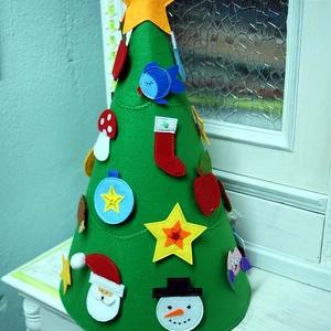 Filc díszíthető karácsonyfa, Otthon & Lakás, Karácsony & Mikulás, Karácsonyi dekoráció, Varrás, KB 50 cm magas , 23 dísz van rajta + a csillag , így megvan a 24 , akár adventi naptárnak is használ..., Meska