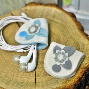 Fülhallgató tartó-fehér szett, Kábelrendező, Laptop & Tablettartó, Táska & Tok, Varrás, Praktikusak , picik és cukik ! Egy mozdulat és nincs több rendetlenkedő zsinór . Gyapjúfilcből készü..., Meska