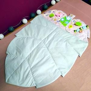 Levél alakú játszószőnyeg - lila-szürke, Játék & Gyerek, Készségfejlesztő & Logikai játék, Ez a levél alakú játszószőnyeg a legkisebbeknek készült . 4-5 hónapos korban hason fekve már biztosa..., Meska