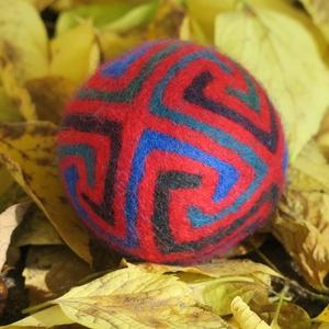 kamikaze, Művészet, Textil, Nemezelt, Nemezelés, Birkagyapjúból nemezeléssel készült labda. Alapanyaga: kézművesek ellátására szakosodott nyersanyagb..., Meska