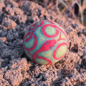 Kundalini, Művészet, Textil, Nemezelt, Nemezelés, Birkagyapjúból nemezeléssel készült labda. Alapanyaga: kézművesek ellátására szakosodott nyersanyagb..., Meska