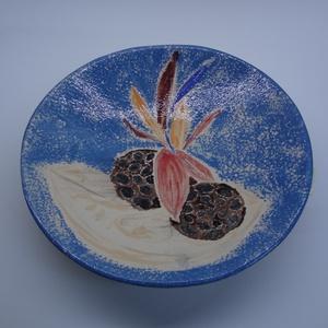Tál ikebana képpel, Otthon & Lakás, Dekoráció, Asztaldísz, Kerámia, Gyümölcs vagy sütemény kínálására ajánlom a streliziával és lótusz-terméssel díszített, 26 cm átmérő..., Meska