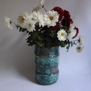 Eltolódva - virágtartó, Otthon & lakás, Dekoráció, Lakberendezés, Asztaldísz, Kerámia, A virágtartót négy részből állítottam össze úgy, hogy csak egymásra dobott karikákból álló hengernek..., Meska