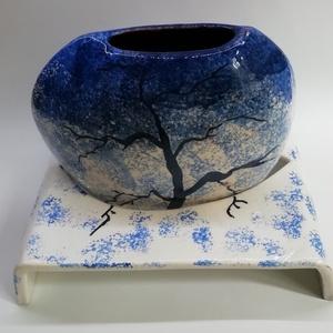 Magányos fa télen - váza, Váza, Dekoráció, Otthon & Lakás, Kerámia, A lencse alakú vázát egy különálló talapzat tartja meg. A festéssel tartom egyben a két részt - a fa..., Meska