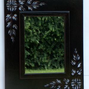 Falitükör , Otthon & Lakás, Lakberendezés, Famegmunkálás, Falitükör áttört mintás kerettel. 6 mm vastag rétegelt lemez alapon. A tükör mérete 19 x 25 cm, a te..., Meska