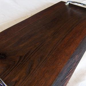 Kínáló 6, Tálca, Konyhafelszerelés, Otthon & Lakás, Famegmunkálás, Ebonizált tölgyfából  készült tálca, kínáló.\nMérete: 55 x 26 x 3 cm. Természetes, nehéz viaszolajjal..., Meska