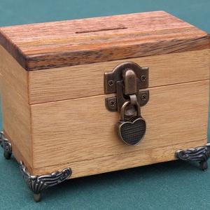 Persely 3, Persely, Dekoráció, Otthon & Lakás, Famegmunkálás, Kincsesládika, több fajta trópusi fából készült persely. Mérete: 7 x 12 x 9 cm. Zárható, szív alakú ..., Meska