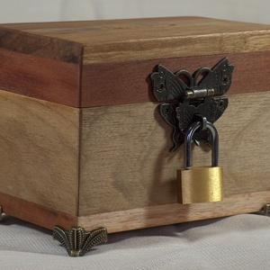 Persely1, Otthon & Lakás, Lakberendezés, Famegmunkálás, Kincsesládika, több fajta  fából készült persely. Mérete: 8 x 13 x 10 cm., Meska