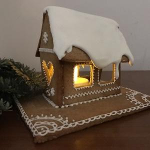 Mézeskalács házikó, Karácsonyi dekoráció, Karácsony & Mikulás, Otthon & Lakás, Mézeskalácssütés, Mézeskalácsból készült, cukormázzal díszített házikó. A karácsonyi asztal illatos, hangulatos dísze ..., Meska