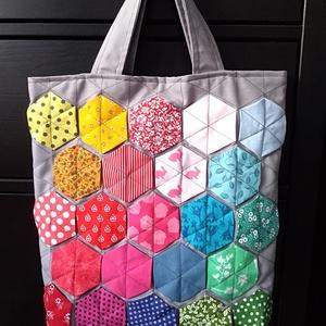 szivárvány hatszög mintás táska, NoWaste, Bevásárló zsákok, zacskók , Táska, Divat & Szépség, Táska, Patchwork, foltvarrás, Ha szeretnéd színesíteni a bevásárlásaidat, vagy az ebédedet egy különleges táskában vinni a munkahe..., Meska