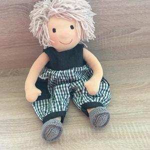 Waldorf baba, Játék & Gyerek, Baba & babaház, Öltöztethető baba, Baba-és bábkészítés, Varrás, 38 cm gyapjűval töltött baba. Haja  egyenként rögzítve van egy haj alapra. Szemét száját hímezte a n..., Meska