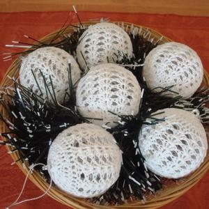 Karácsonyfadísz, gömb dekoráció gömbvarázs 8 cm-s, Otthon & Lakás, Dekoráció, Horgolás, Meska