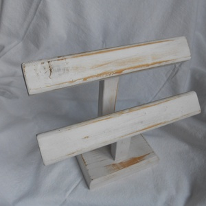 Két soros fa karkötő állvány, Asztali ékszertartó, Ékszertartó, Ékszer, Famegmunkálás, Festett, antikolt fa karkötő állvány. \nMéretei : 30 x 24 x 14 cm.\nEgyedi méretben is rendelhető. Egy..., Meska