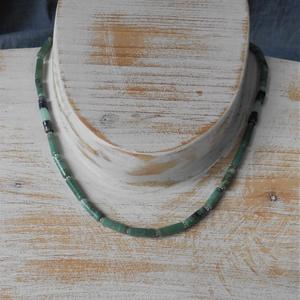 Zöld jáspis vékony nyaklánc, Medál nélküli nyaklánc, Nyaklánc, Ékszer, Ékszerkészítés, Zöld jáspis hengerekből fűztem ezt a nyakláncot, két oldalt lápisz lazulival és amazonittal dobtam f..., Meska