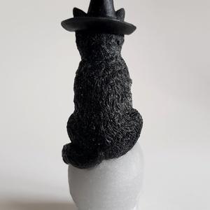 Koponyán ülő kalapos macska gyertya (Szerelmesgyertya) - Meska.hu