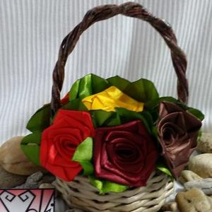 Őszi  selyem rózsák kosárban, Esküvő, Lakberendezés, Otthon & lakás, Papírművészet, Virágkötés, Selyem szalagból készült rózsákat most kiskosárba tettem :)\n\nA rózsák 20mm széles szalagból készülne..., Meska