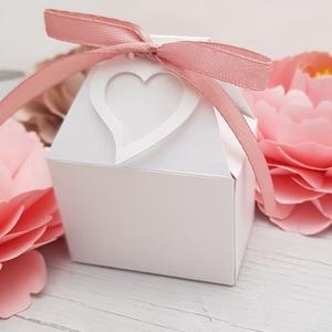 Lovely Heart Szíves Köszönetajándék doboz, Esküvő, Meghívó, ültetőkártya, köszönőajándék, Papírművészet, A szivecske mintás dobozka H5xSz6xM7cm méretű, így bonbonok, cukorkák, akár hűtőmágnesek is elférnek..., Meska