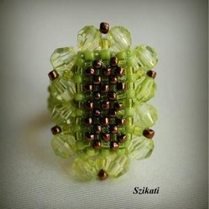 Zöld - bronz gyöngyfűzött koktélgyűrű (szikati) - Meska.hu
