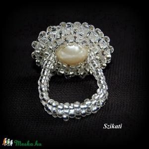 Elegáns fehér gyöngyfűzött koktélgyűrű (szikati) - Meska.hu