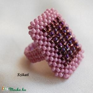 Lila gyöngyfűzött koktélgyűrű (szikati) - Meska.hu