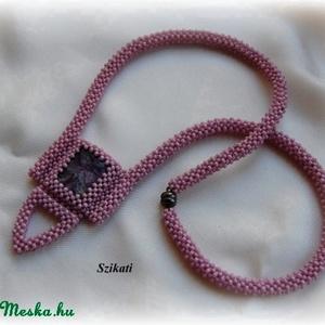 Lila gyöngyfűzött nyakék csaroittal (szikati) - Meska.hu