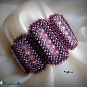 Elegáns lila gyöngyfűzött karkötő (szikati) - Meska.hu