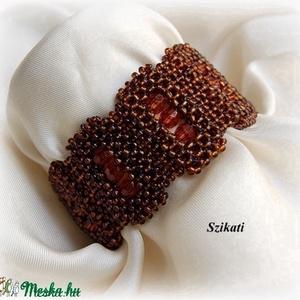 Elegáns barna gyöngyfűzött karkötő (szikati) - Meska.hu