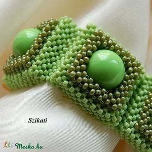 Zöld gyöngyfűzött karkötö (szikati) - Meska.hu