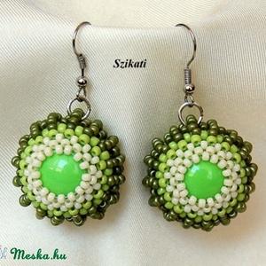 Zöld gyöngyfűzött fülbevaló (szikati) - Meska.hu