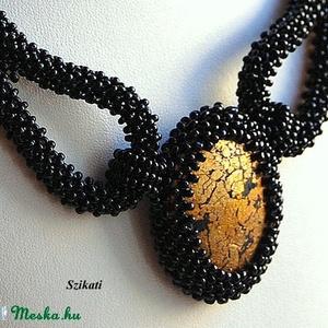 Elegáns fekete gyöngyfűzött nyakék (szikati) - Meska.hu
