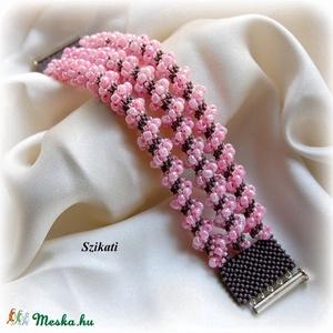 Pink - galambszürke gyöngyfűzött karkötő (szikati) - Meska.hu