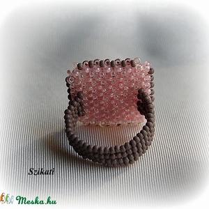 Pink - galambszürke gyöngyfűzött koktélgyűrű (szikati) - Meska.hu