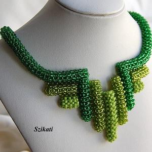 Zöld gyöngyfűzött nyakék (szikati) - Meska.hu